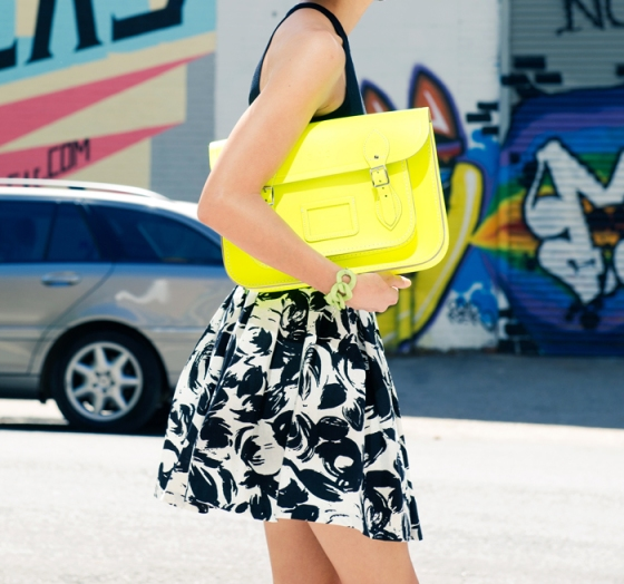 misspouty_blog_street_style_fashion_blogger_cambridge_satchel_fluoro_black_and_white_floral_skirt_strapy_high_heels_french_chic09